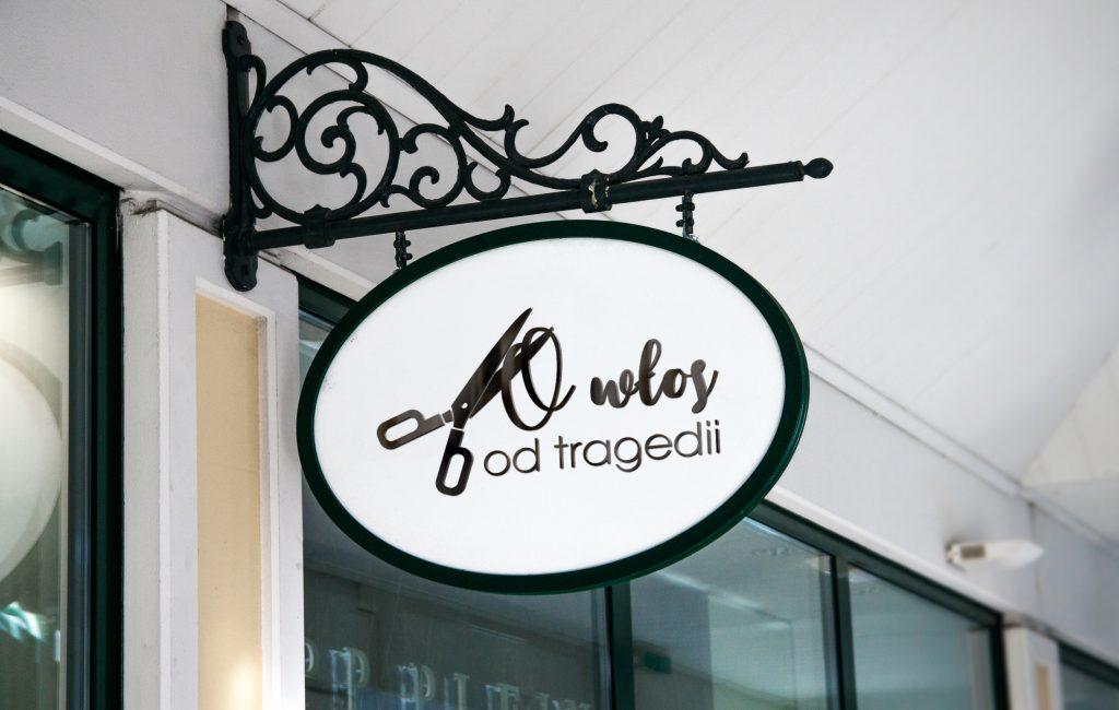 Logotyp – O włos od tragedii